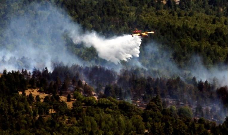 Više od tisuću ljudi bori se s požarom na jugu Francuske