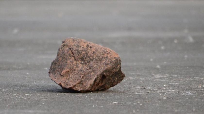 Kamenom udarao čovjeka po glavi na cesti