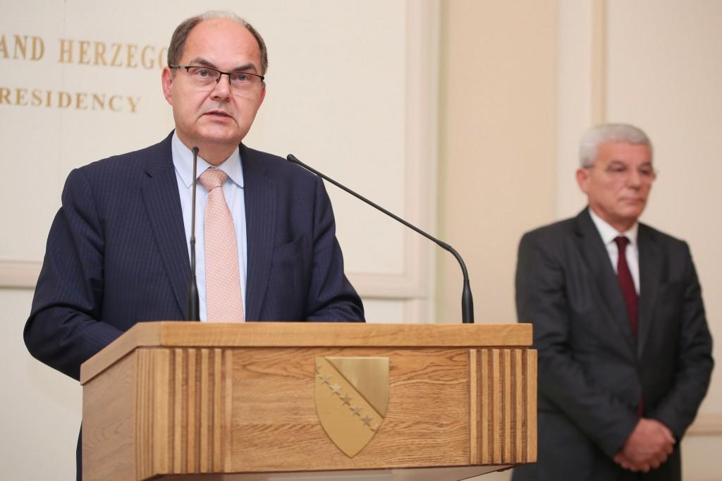 Schmidt Džaferovića zamjenio za Izetbegovića?