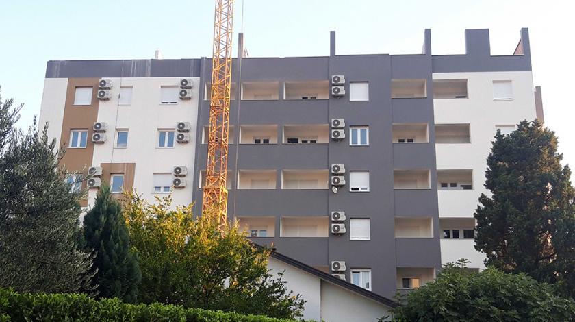 Ruše ilegalno izgrađeni kat zgrade u Mostaru