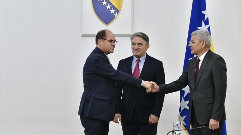 Na sastanku sa Schmidtom samo bošnjački članovi Predsjedništva BiH