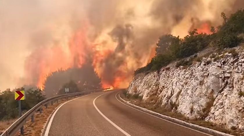 Pogledajte kako vatrena stihija proždire sve pred sobom